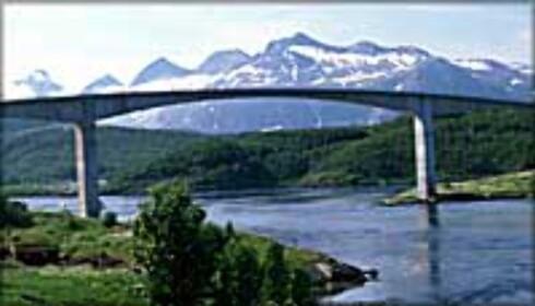 Saltstraumen er verdens sterkeste tidevannsstrøm som går mellom Knaplundøya og Straumøya i utenfor Bodø. Saltstraumen er en av Norges største turistattraksjoner, og svært attraktiv for fiskere, dykkere og friluftselskere.  Foto: Espen Mortensen