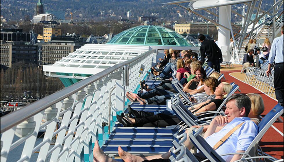 Denne gangen viste utsikten fra solsengene et Oslo badet i vårsol, men vanligvis skal Independence of the Seas cruise i Middelhavet.