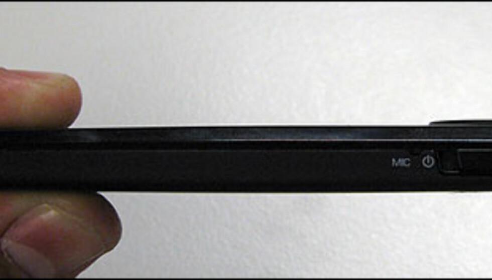 Spilleren veier 84 gram og måler 10,9 x 5 x 0,8 cm.