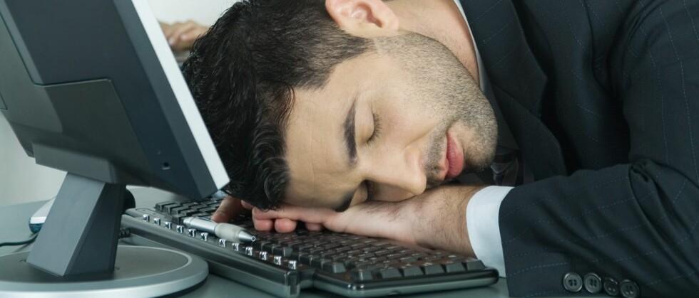 Det gjør ingenting å sovne et par minutter på jobb, for etterpå kommer du til å jobbe bedre. Foto: Colourbox.com. Foto: Colourbox