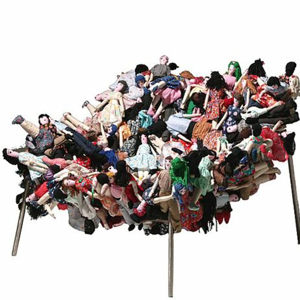 """Kunstnerne bak denne stolen kaller seg """"Campana Brothers"""". Stolen har fått navnet """"Multidao Chair"""" og kan kjøpes på bestilling. Foto: Artnet.com Foto: Foto: Artnet.com"""