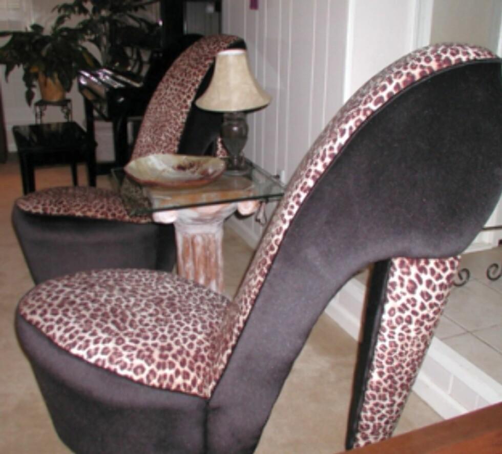 Kanskje er det behagelig å sitte i disse sko-stolene? Foto: TheMishMash.com Foto: Foto: TheMishMash.com