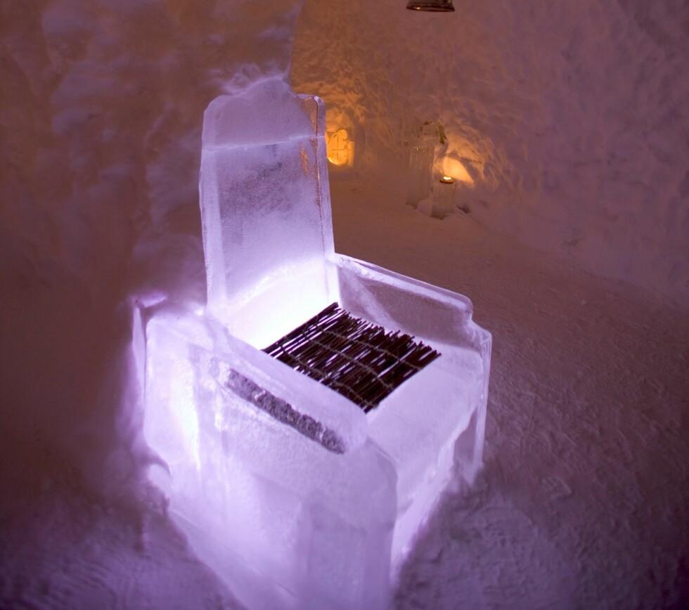 Fra en is-kafé i Rovaniemi i Finland. Stol på at du blir kald i rumpa av å sitte i denne lenestolen for lenge. Foto: Colourbox.com Foto: Foto: Colourbox.com