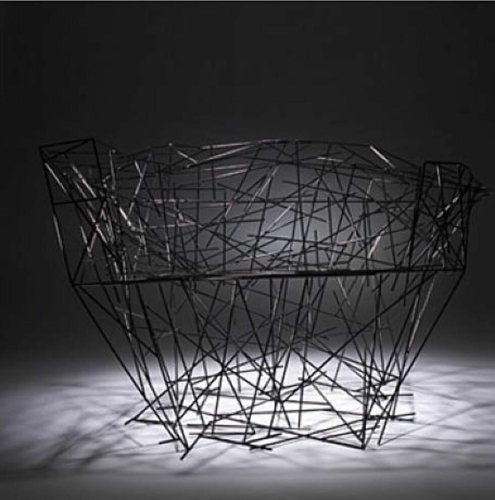 """Dette er nok en stol laget av """"Campana Brothers"""". Stolen heter """"Black Iron Chair"""", og kan bli din for mellom 40.000 og 60.000 dollar. Foto: Artnet.com   Foto: Foto: Artnet.com"""