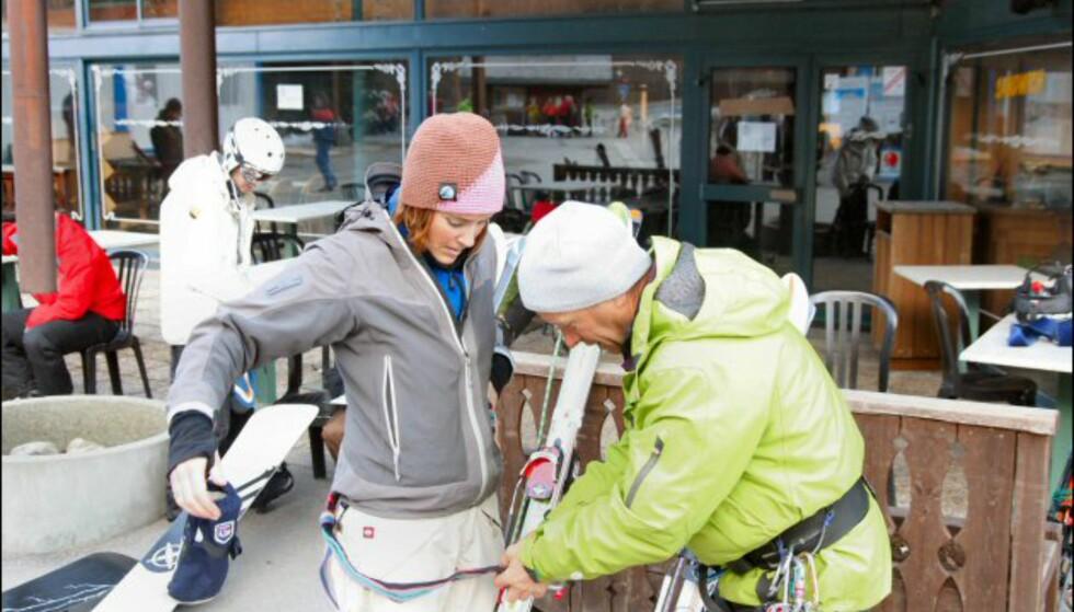 Sikkerhetsselen må på plass før vi skal kjøre offpiste på isbreen. Foto: Eigil Knudsen Ingnes