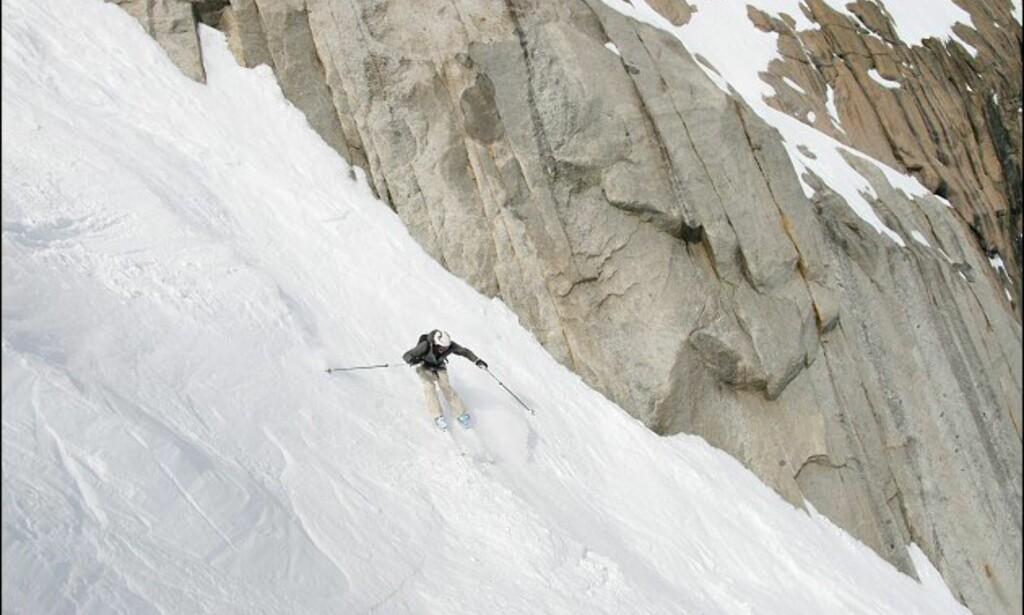Journalisten får utfordret skiferdighetene. Foto: Eigil Knudsen Ingnes