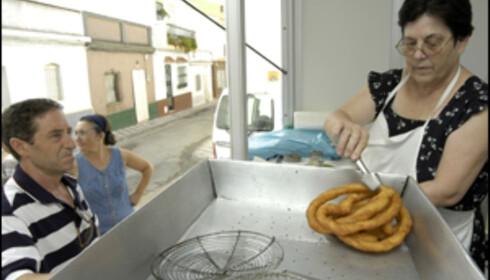 Andaluciske landsbyer er utstyrt med en bod som selger churros, typisk spansk frokost i helgene. Foto: www.photito.com