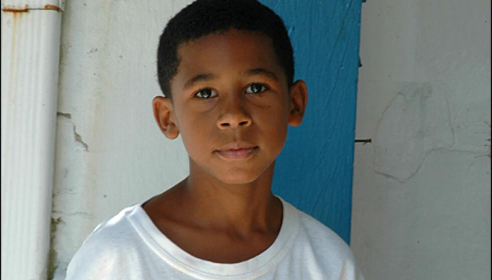 En liten gutt i et aktivitetssenter delfinansiert av turister som besøker favelaen Rochina. Foto: Hans Kristian Krogh-Hanssen