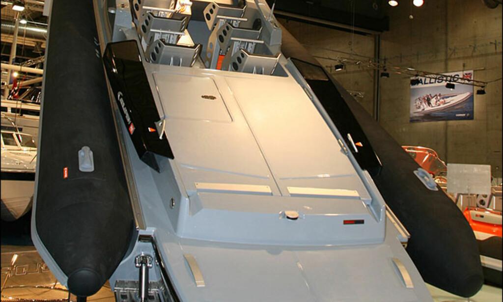 Nyhet fra Goldfish. 36-foter som skal brukes i racet England rundt. Den er utstyrt med to preparerte Yanmar dieselmotorer som her yter 380 hestekrefter hver.