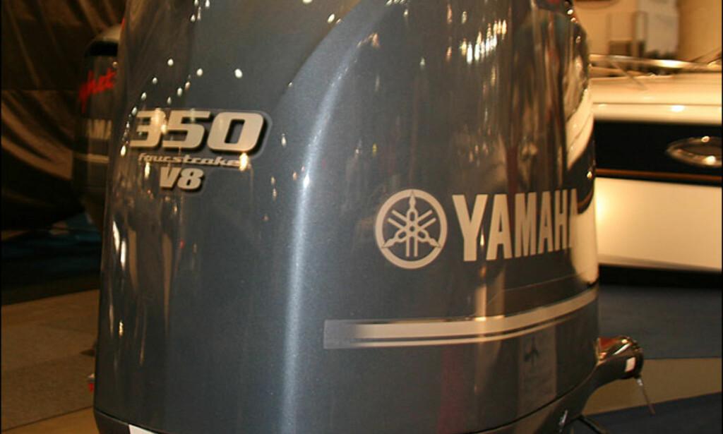 Yamaha viste sin V8 påhenger. Sessa er eneste merke på messa som har denne motoren i salg på sine båter. 350 hestekrefter til 309.000 kroner. Mercury fikk panikk og lanserte fort en Verado 350 SCI. Den er derimot ikke vist på messen.