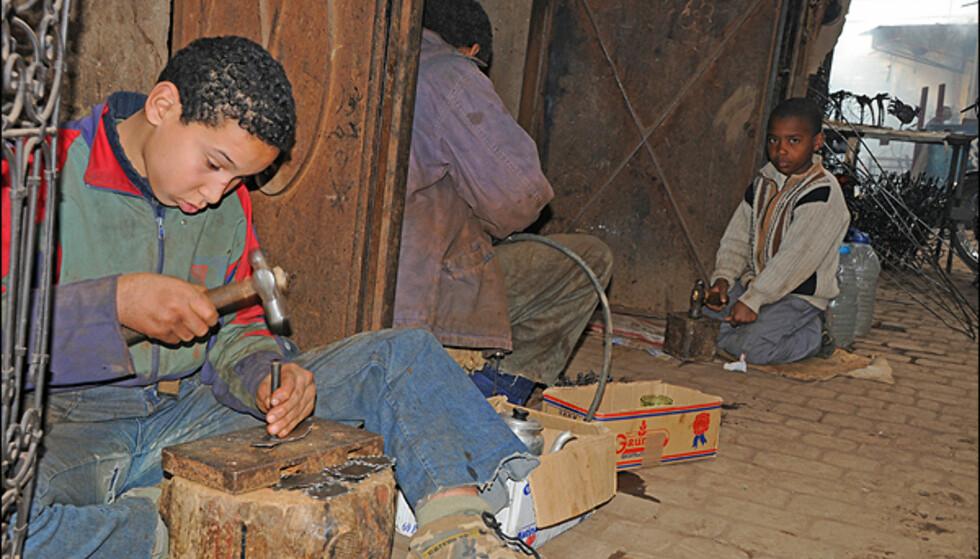 Barnearbeidere i metallverkstedene.