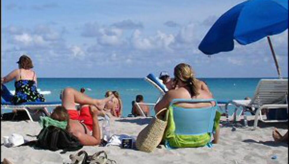 Veldig mange drar utenlands på jakt etter sola. Foto: David Lat
