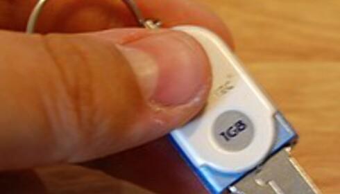 En minneplugg på 1 GB gir god plass til både Slax, eventuelle tilleggsmoduler og brukerfilene dine. Prisene har stupt i det siste, vi har sett 1 GB minneplugger til rundt femtilappen.