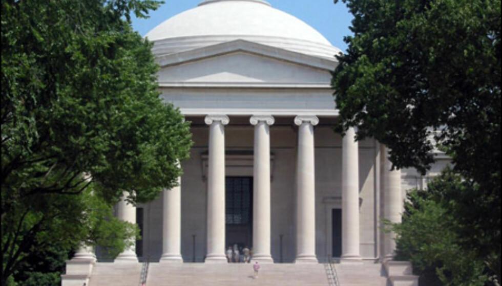 National Gallery of Art består av en østre og vestre bygning, sammen med en skulpturhage. Jackson Pollock, Roy Lichtenstein og Andy Warhol  ...  På nett: www.nga.gov  Foto: www.aviewoncities.com