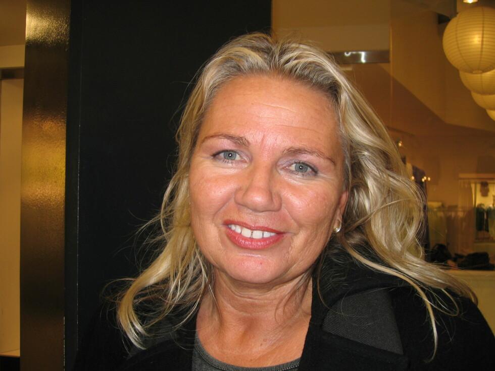 <b>Eva Gulsvik (47), kursholder, Hønefoss</b><br /> - Det gjør jeg allerede. Jeg valgte å begynne å jobbe mindre da jeg fikk en sønn for sju år siden. Før det jobbet jeg hele tiden, men nå vil jeg nyte tiden sammen med sønnen min mens han er liten. Foto: Foto: Hanne Maria Breivik