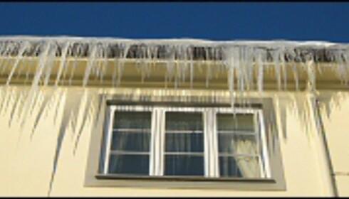 Det er ikke bare taket som kan ta skade dersom du lar snø og is samle seg. Foto: Camilla Ursin Foto: Camilla Ursin