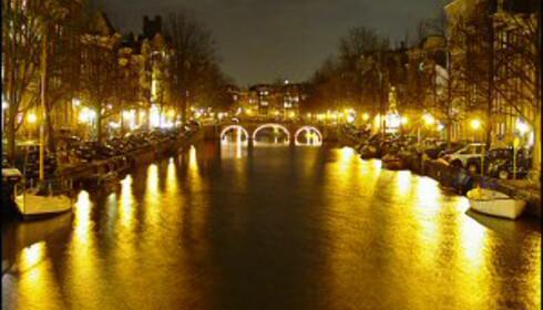 Nattevandring langs Amsterdams flotte kanaler. Foto: Colourbox