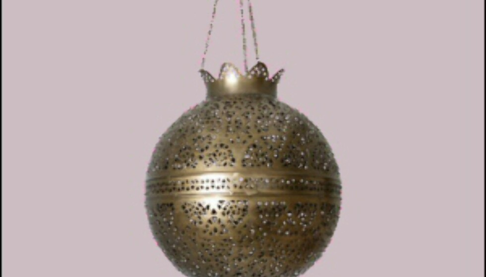 Denne lampen koster rundt 700 kroner på Indiska, og en hundrelapp på marked i Marrakech. Foto: Indiska