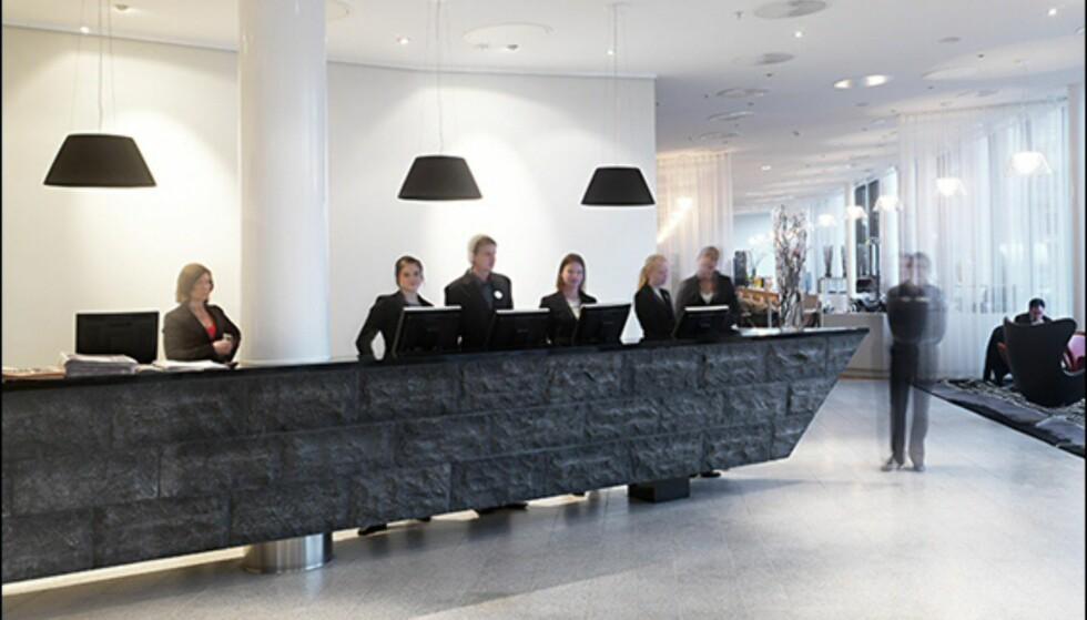 Baugspydspissen går igjen i flere detaljer i hotelet, blant annet skranken i resepsjonen. Foto: Clarion Hotel Sign Foto: Mathias Nero