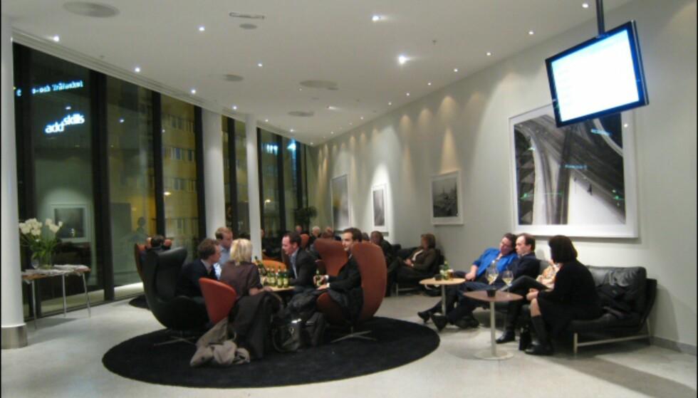 Møbelklassikerne står tett i lobbyområdet. Foto: Elisabeth Dalseg
