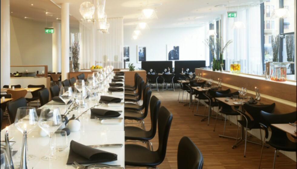 I Aquavit restaurant sitter du også komfortabelt på Syveren-stoler, på små tomannsbord, eller på langbord. It's soo Manhattan, dahling. Foto: Clarion Hotel Sign