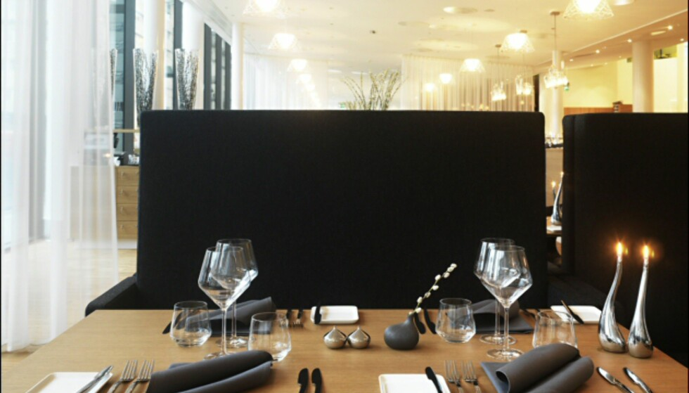 Er du heldig får du reservert en av båsene i enden av restauranten. Foto: Clarion Hotel Sign