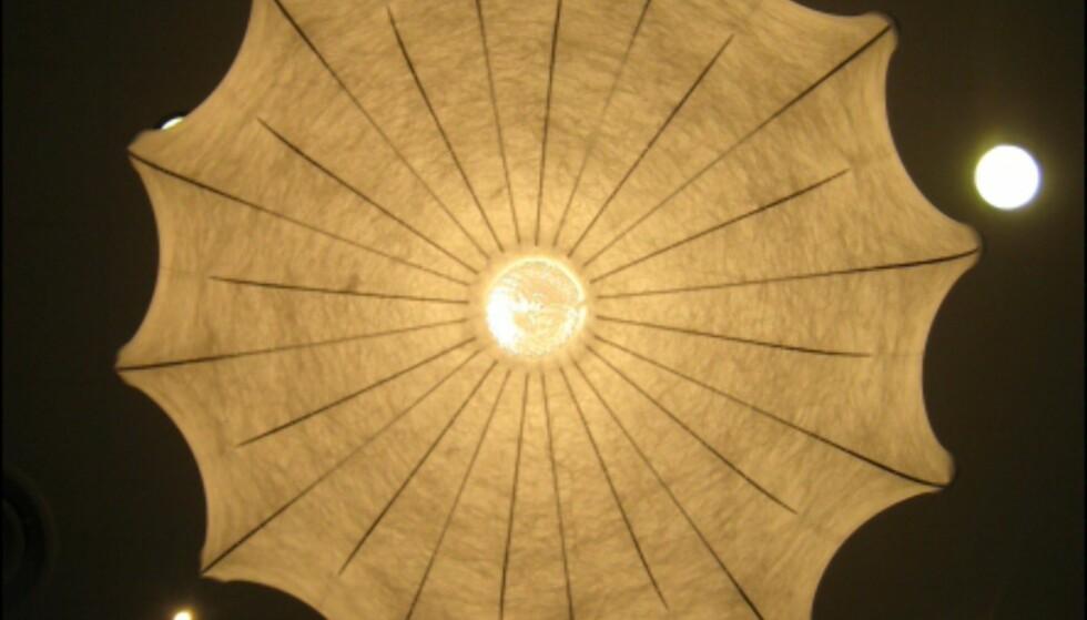 Zeppelinlampen av Marcel Wanders, sett underfra. Foto: Elisabeth Dalseg