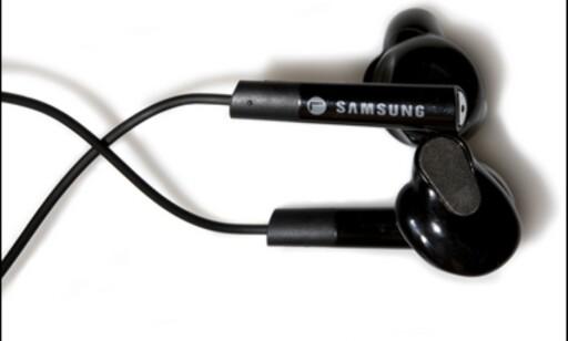 (Foto: Kim Gorostuen) Samsung ville finne opp hjulet på nytt med øreproppene sine, men glemte at det er en grunn til at det er rundt. Foto: Kim Gorostuen