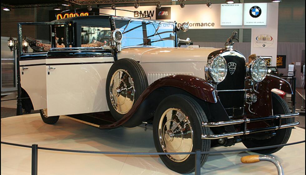En luksuriøs og nyrestaurert Peugeot utlånt fra Peugeot-museet.