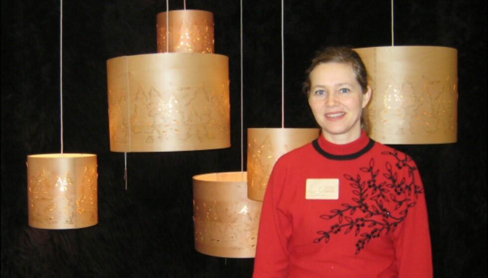 Norske Cathrine Kullberg med sine laserkuttede lamper i finer fikk god respons på messen.