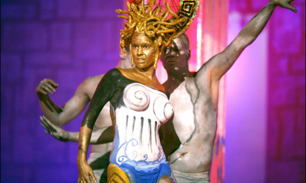 Kroppsmaling har stått på programmet. Her har også vært en kroppsmalingskonkurranse, med kåring av den flotteste malte kroppen. Foto: www.lpacarnaval.com