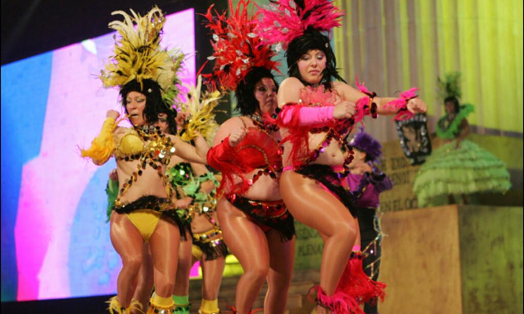 Motorsykkelryper? Fra et av de 40-talls showene. Foto: www.lpacarnaval.com