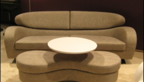 Sofaen Stream fra Brunstad er betegnende for det vi vil jobbe med, sier Urkedal i Møbelringen. Organisk form, god kvalitet. <i>Foto: Elisabeth Dalseg</i>