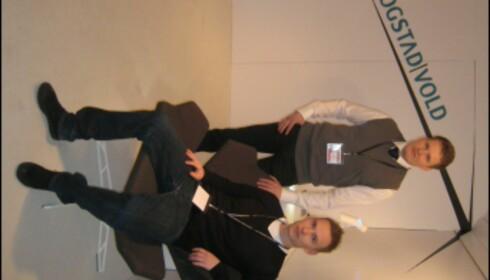 Haakon Vold (venstre) og Petter Skogstad, sittende i Stealth Lounge. <i>Foto: Elisabeth Dalseg</i>