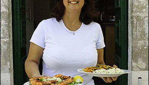 Eleni Tselenti fra Fiskárdo lager gresk mat. Og italiensk. Fransk. Hva som helst faktisk.   Foto: Inga Ragnhild Holst