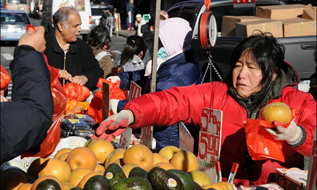 Det du ikke får kjøpt i Chinatown, skal vanskelig oppdrives på denne jord. Her helt vanlig frukt og grønnsaker.