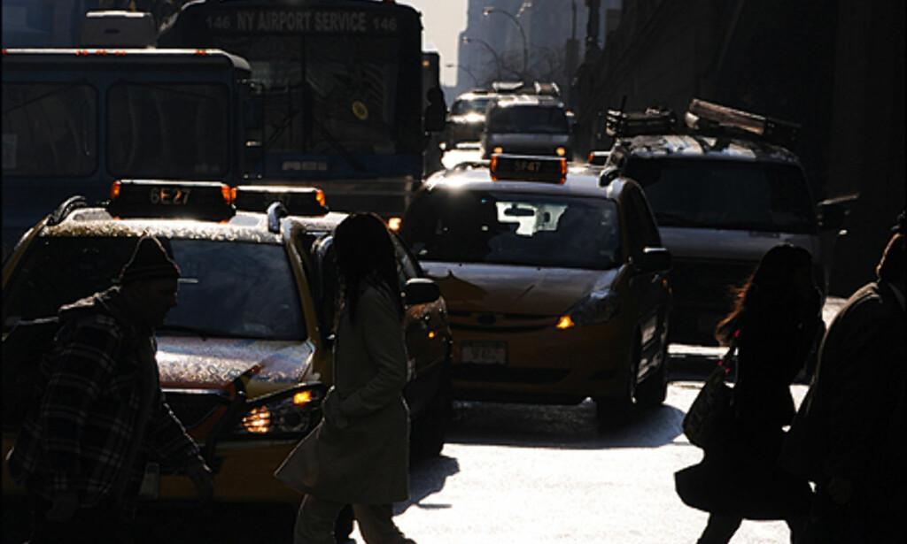 Travle pendlere fyller hver dag Manhattan - det samme gjør tre millioner biler.