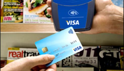 Du kan også vidte VISA-kortet foran sensoren, for å gjøre akkurat samme betaling som med mobiltelefonen. Foto: VISA Europe