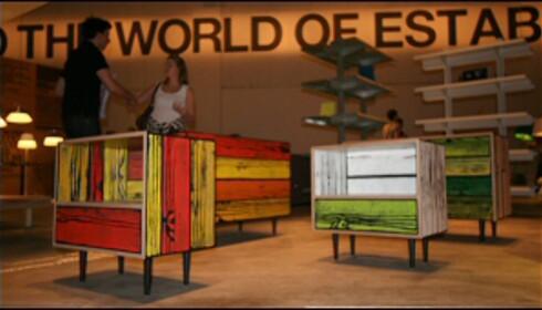 Morrisons Crate ble utvidet i år, nå får en nattbord og seng som matcher kassen. Richard Wood og Sebastian Wrongs WrongWood-serie er heller ikke helt ulik i grunnformene, men her er farger og struktur i treet ekstremt. Foto: Nora Aartun Foto: Nora Aartun