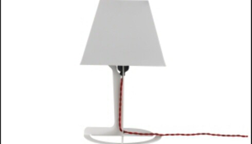Alexander Tayolrs Fold-lampe er en av Established & Sons bestselgere. Lampen kommer i sort, hvitt og gult, og koster 70 pund, cirka 800 kroner, i Storbritannia. Foto: David Sykes
