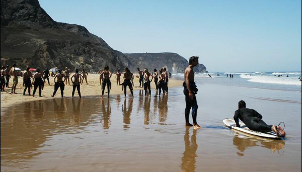 Phillip: tilbyr privat surfeundervisning for 65 euro for halvannen time på Praia da Castelejo en knapp time nord for Sagres. Foto: Vibeke Montero