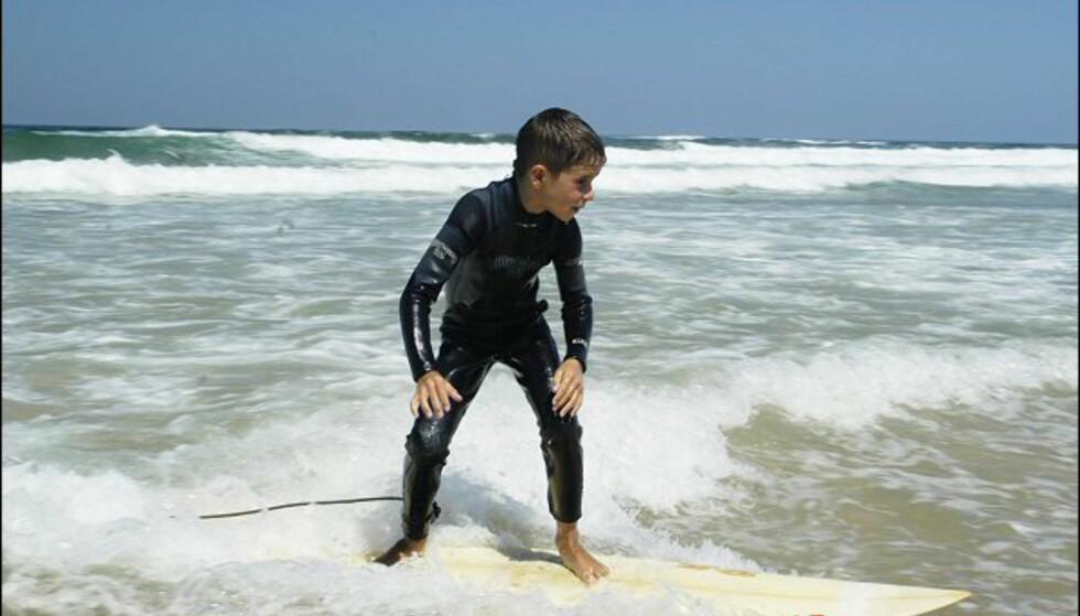 Mens vi fødes med ski på beina kommer spanjolene til verden med et surfebrett...  Foto: Vibeke Montero