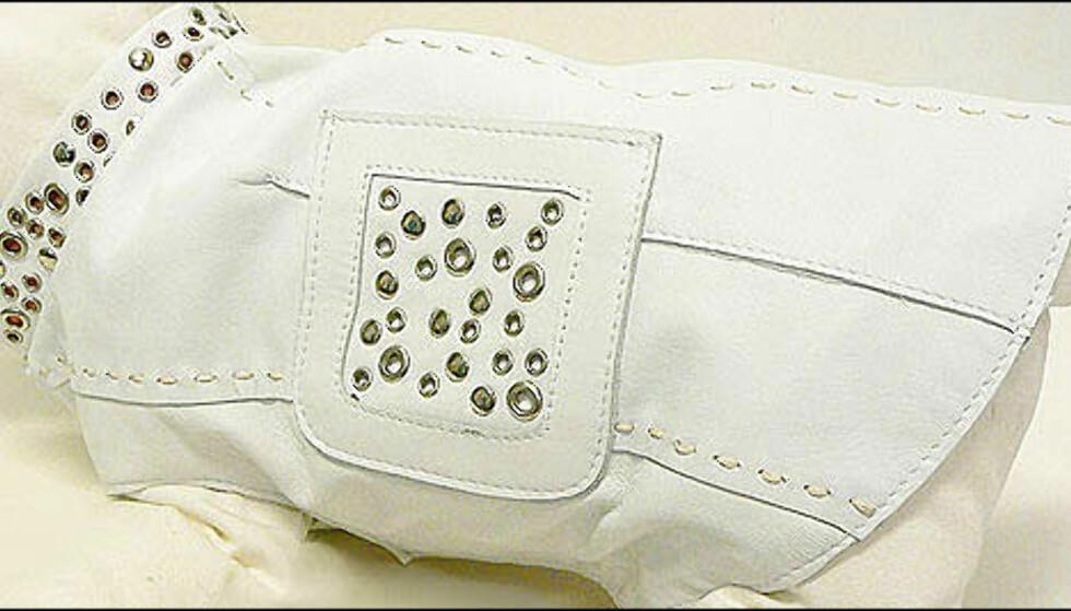 Hvit skinnjakke fra Donald Pliner til 1.250 kroner. Donatella Versace blir grønn av misunnelse når hun ser hun på fire iført denne jakka. Brukeren bør ikke være lengre enn 30 centimeter.  Foto: PetShopGirls.no