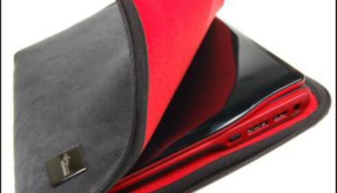 Amilo Si 2636 kommer med matchende tøyfutteral for å beskytte mot riper.