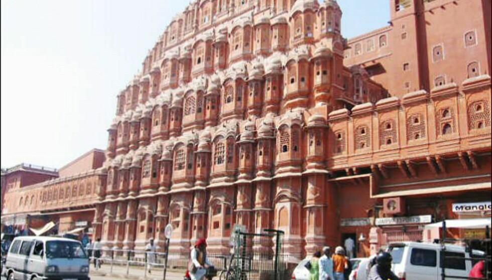 Vindenes tempel i Jaipur ble bygd slik for at palassets kvinner kunne trekke frisk luft uten å bli sett.  Foto: Vibeke Montero