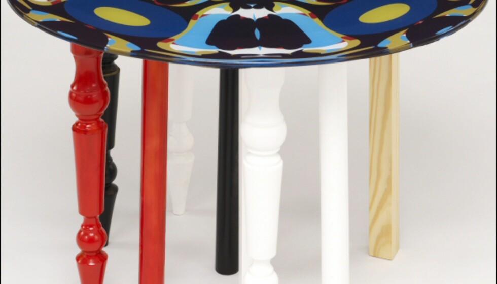 Var det noen som sa at en trebent krakk ikke vipper? Hva tror du om et rundt bord med åtte ben? Pris ennå ikke fastsatt.  Foto: La Redoute