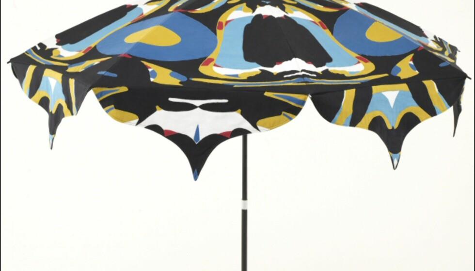 Mønsteret i det åttebente bordet fant vi igjen i denne parasollen. Pris ennå ikke kjent.  Foto: La Redoute