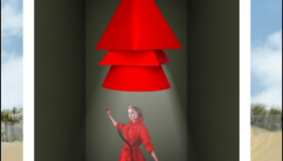 Vi likte også denne knallrøde lampen, vi fant på nettsidene. Den er ennå ikke i salg, men den røde trenchen modellen har på seg, er din for 2 329 kroner. Foto: La Redoute