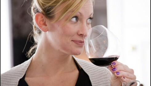 Vet du at du drikker en dyr vin, er sjansen stor for at du liker den. <i>Illustrasjonsfoto: Colourbox.no</i> Foto: Colourbox.no