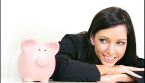 Ingen vits i å gi pengene til strømselskapene i banken, når de trives mye bedre i din egen sparegris.  Foto: iStock